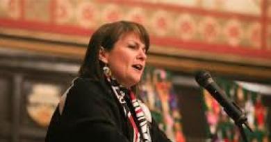#52-18 Native Women Challenge Canada